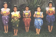 Thai girls' costumes